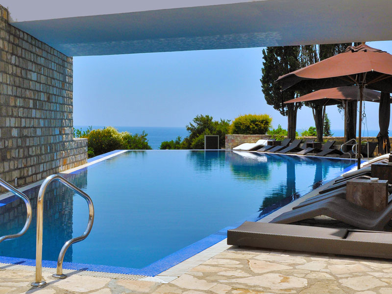 Best Toronto Hotels With Outdoor Pools
